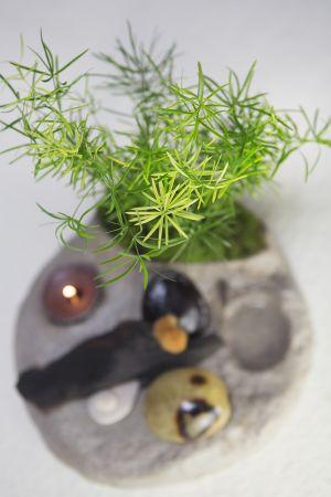 Composition végétale en Stone Art et Powertex, bois, graines et galets, par elizart