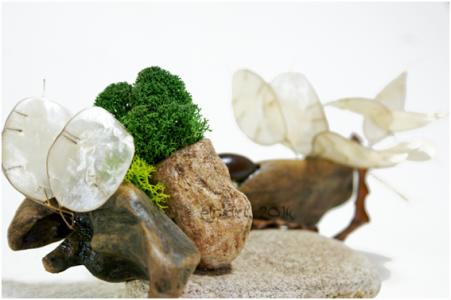 Composition végétale en bois, Stone Art et Powertex, graines, plantes séchées, mousse végétale, et galets, par Eliz-art